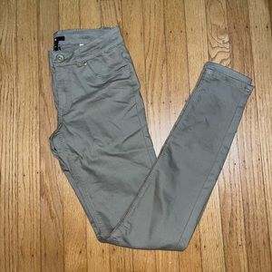 H&M skinny khaki colored pants size 4